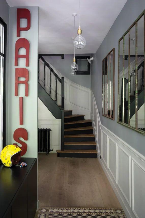 Un Couloir Vers L'escalier