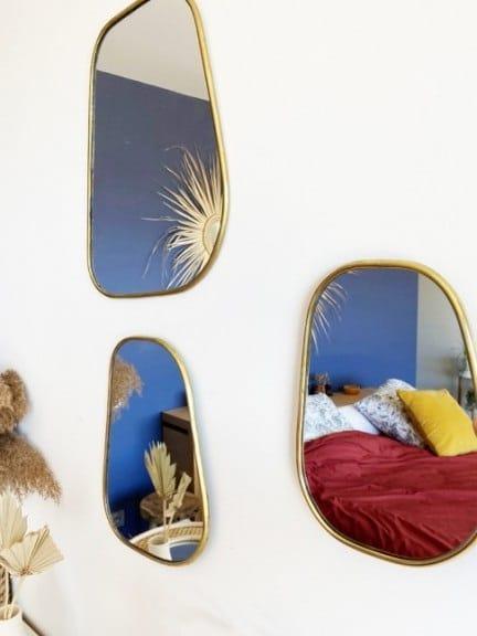 Mur De Miroir Face Au Mur Colore