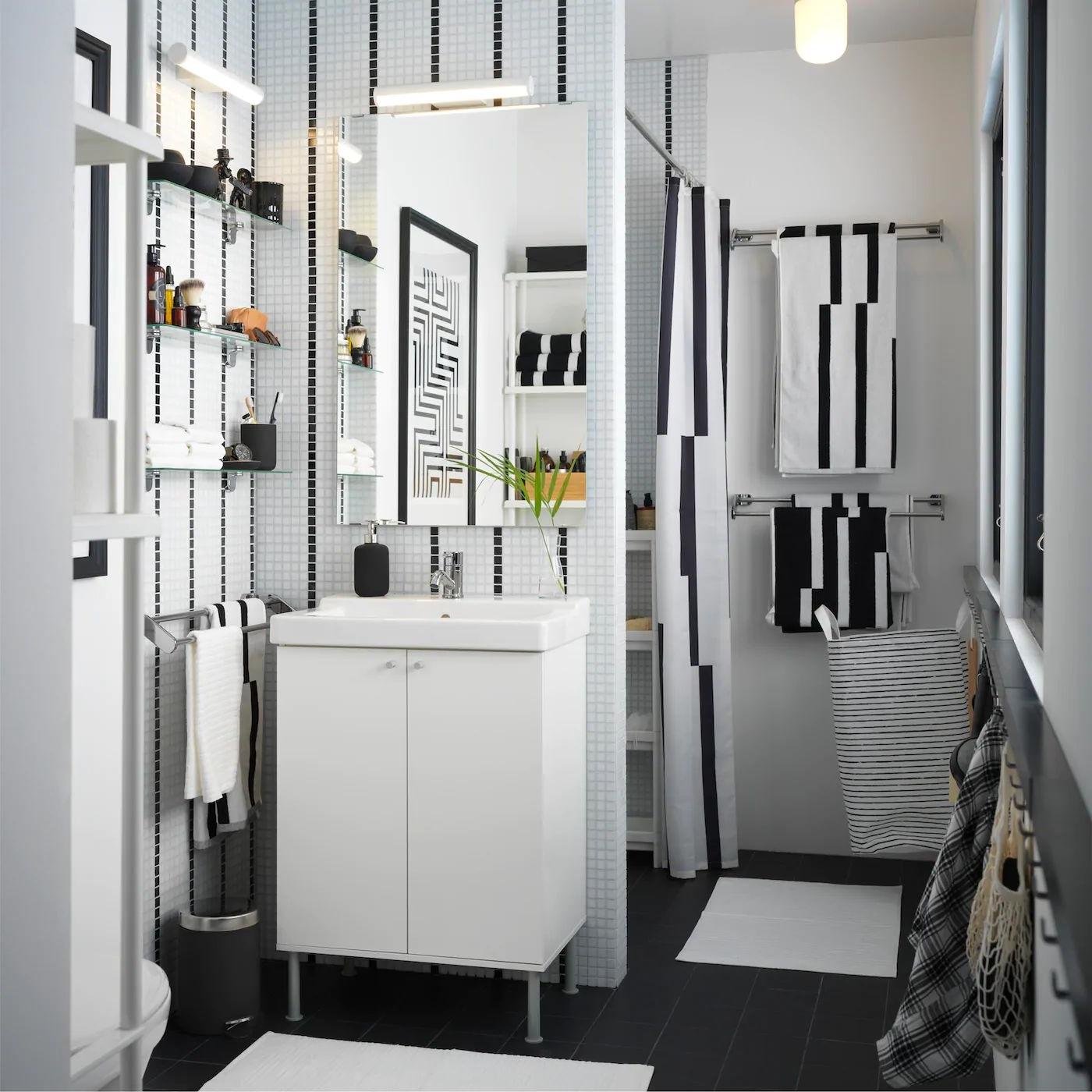 Une Salle De Bain Scandinave En Noir Et Blanc