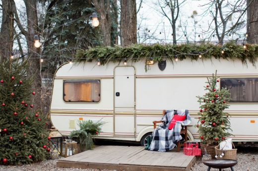 Caravane Dans Le Jardin