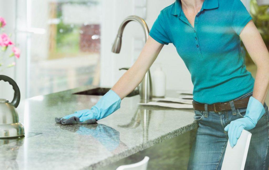 Nettoyer Une Surface En Marbre