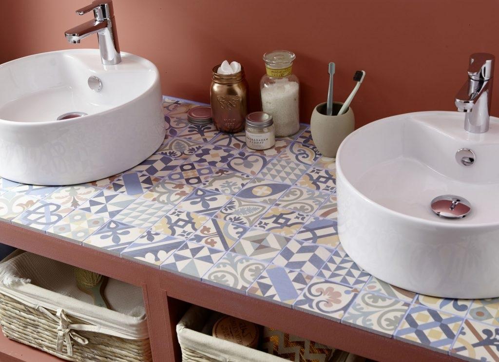 Une Mosaique Sur Le Plan De La Vasque