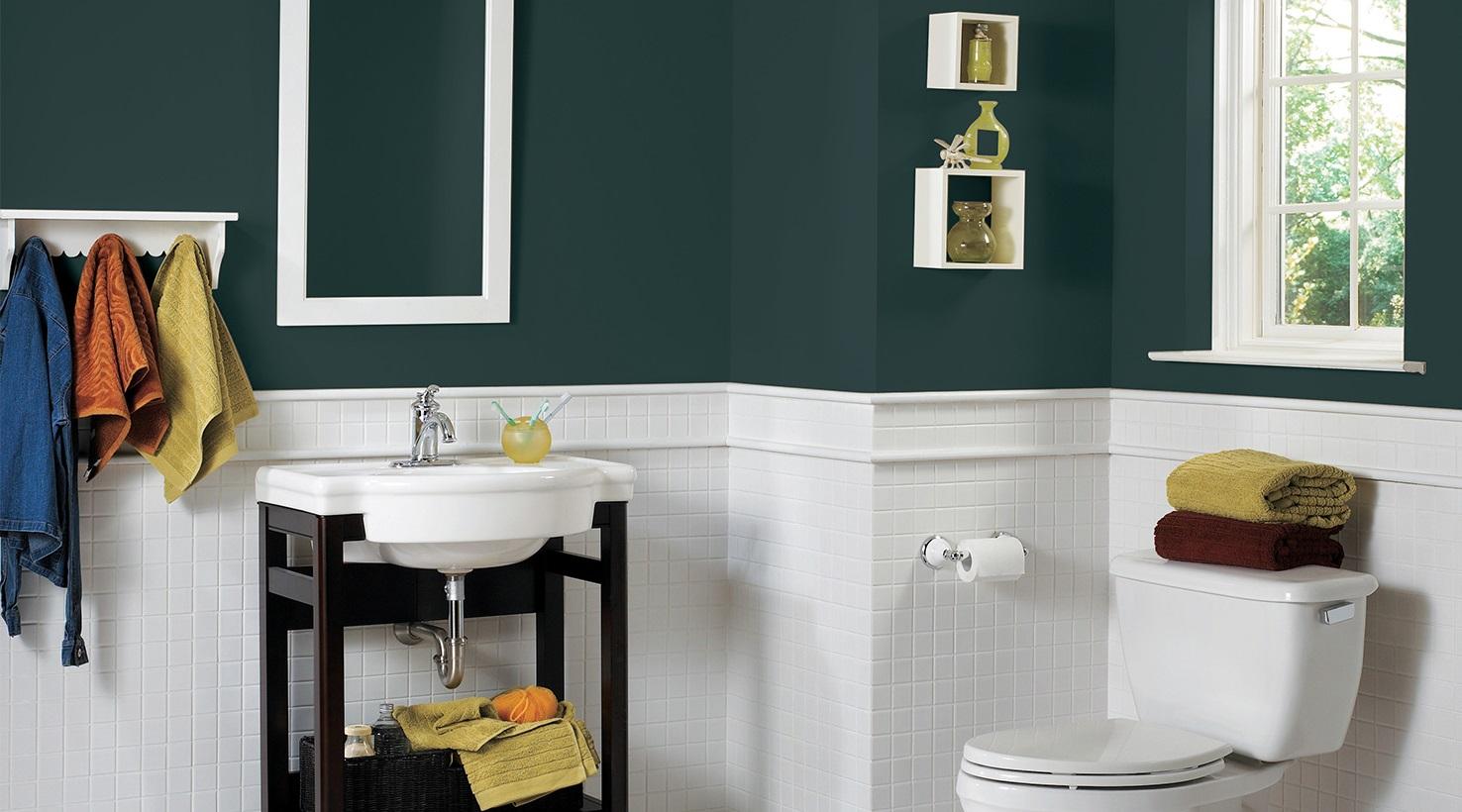 Un Vert Fonce Dans La Salle De Bain