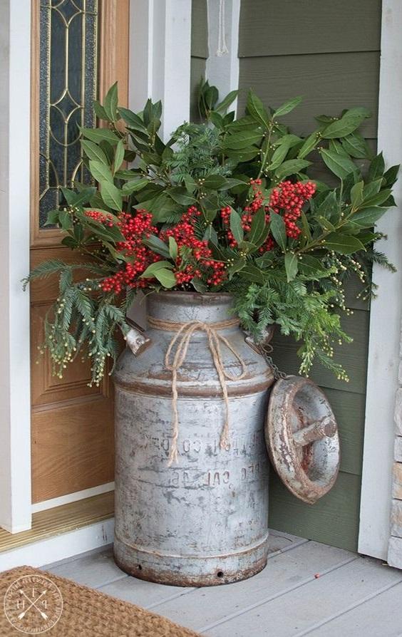 Un Pot A Lait Et Un Bouquet